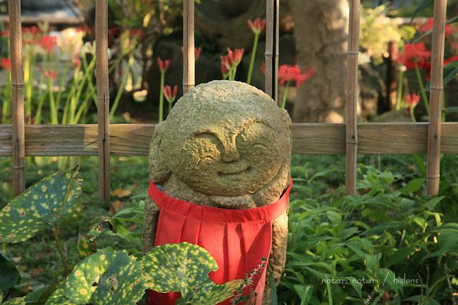 常泉寺のお地蔵様と彼岸花